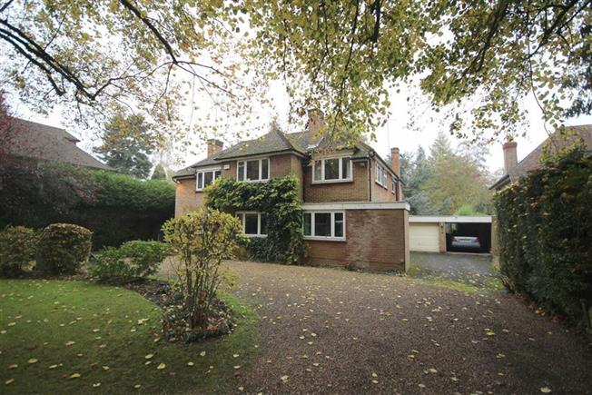 Guide Price £2,500,000, 5 Bedroom Detached House For Sale in Harpenden, Herts, AL5
