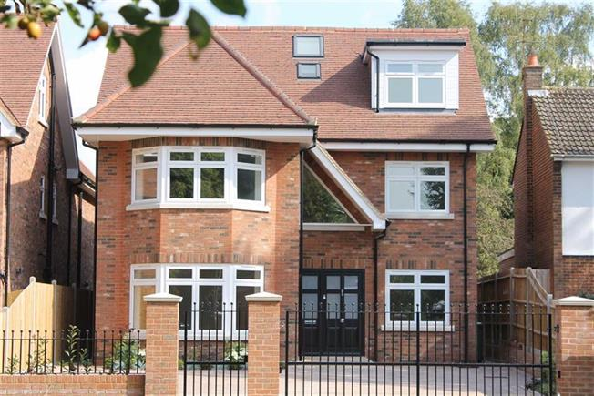 Guide Price £1,675,000, 6 Bedroom For Sale in St Albans, Hertfordshire, AL1