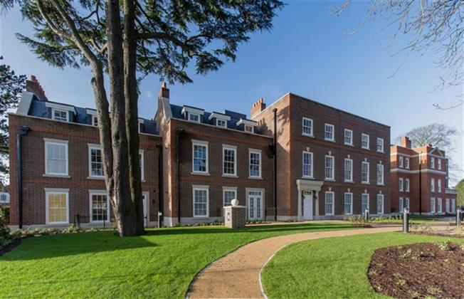 Guide Price £1,245,000, 3 Bedroom Apartment For Sale in Harpenden, Hertfordshire, AL5