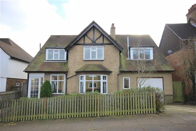 Asking Price £1,050,000, 4 Bedroom Detached House For Sale in Harpenden, AL5
