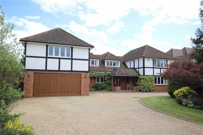 Guide Price £2,250,000, 6 Bedroom Detached House For Sale in Harpenden, AL5