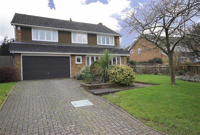 Guide Price £1,175,000, 4 Bedroom Detached House For Sale in Harpenden, AL5
