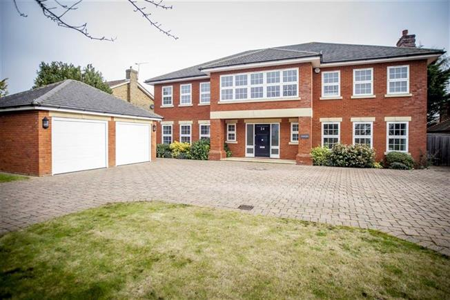 Guide Price £2,195,000, 6 Bedroom Detached House For Sale in Harpenden, AL5