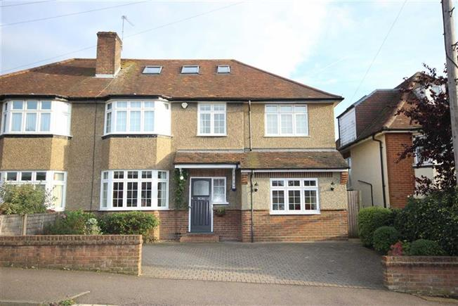Guide Price £975,000, 4 Bedroom Semi Detached House For Sale in Harpenden, AL5
