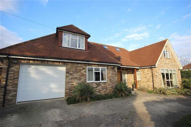 Guide Price £1,495,000, 4 Bedroom Detached House For Sale in Harpenden, AL5