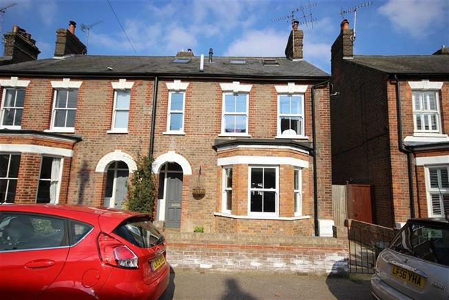 Guide Price £825,000, 3 Bedroom Semi Detached House For Sale in Harpenden, AL5