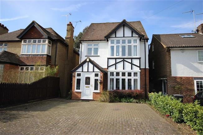 Guide Price £1,050,000, 4 Bedroom Detached House For Sale in Harpenden, AL5