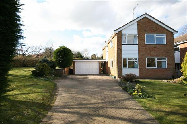 Guide Price £875,000, 4 Bedroom Detached House For Sale in Harpenden, AL5