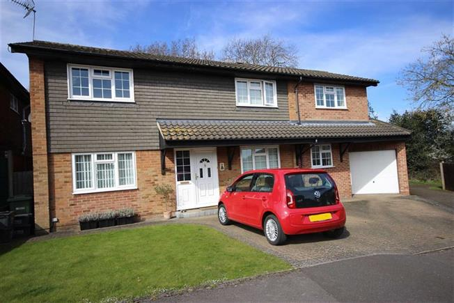 Guide Price £700,000, 4 Bedroom Detached House For Sale in Harpenden, AL5