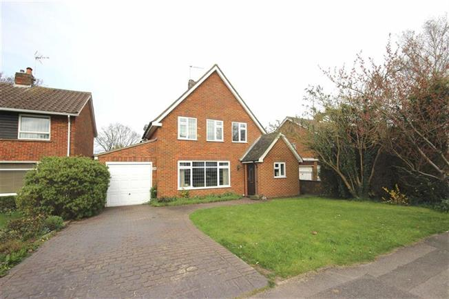 Asking Price £1,150,000, 5 Bedroom Detached House For Sale in Harpenden, AL5