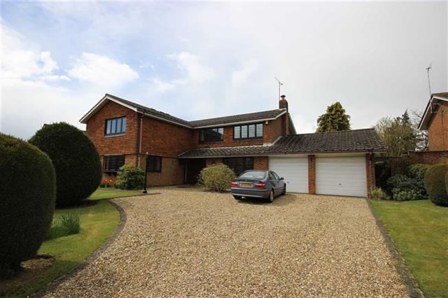 Guide Price £1,250,000, 5 Bedroom Detached House For Sale in Harpenden, AL5