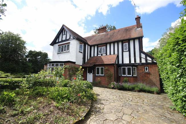 Guide Price £1,750,000, 6 Bedroom Detached House For Sale in Harpenden, AL5