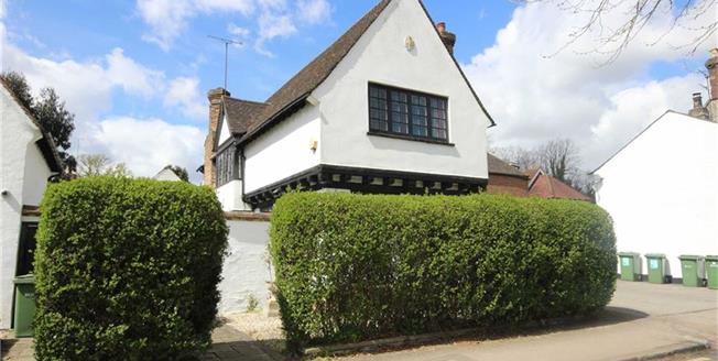 Guide Price £1,125,000, 3 Bedroom Detached House For Sale in Harpenden, AL5
