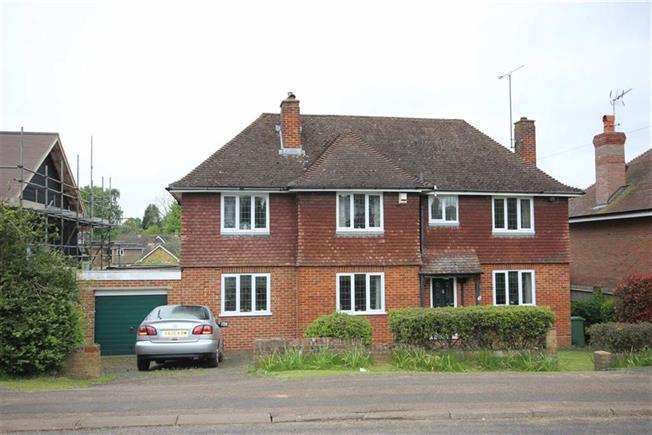 Asking Price £1,550,000, 4 Bedroom Detached House For Sale in Harpenden, AL5