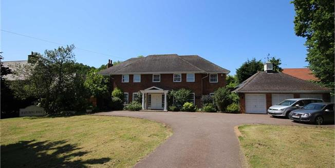 Guide Price £1,895,000, 5 Bedroom Detached House For Sale in Harpenden, AL5