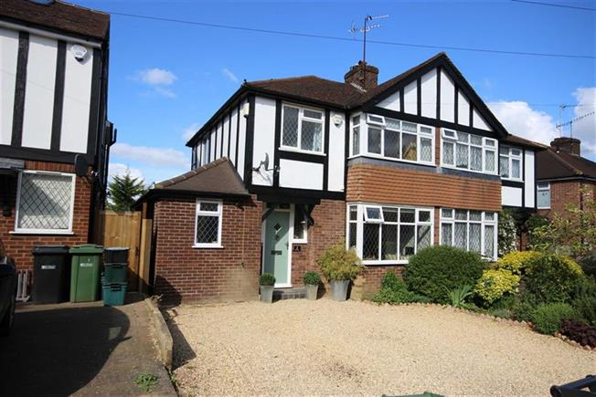 Guide Price £725,000, 3 Bedroom Semi Detached House For Sale in Harpenden, AL5