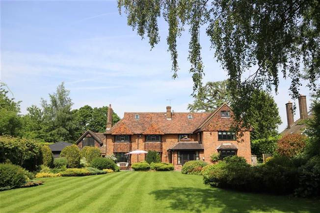 Guide Price £2,350,000, 5 Bedroom Detached House For Sale in Harpenden, AL5