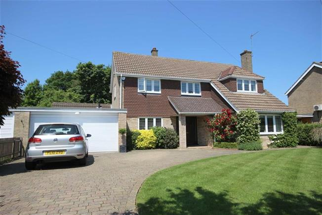 Guide Price £1,195,000, 5 Bedroom Detached House For Sale in Harpenden, AL5