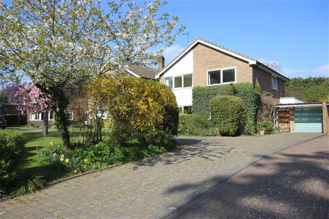 Guide Price £1,095,000, 4 Bedroom Detached House For Sale in Harpenden, AL5
