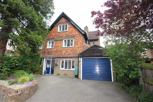 Guide Price £995,000, 5 Bedroom Semi Detached House For Sale in Harpenden, AL5