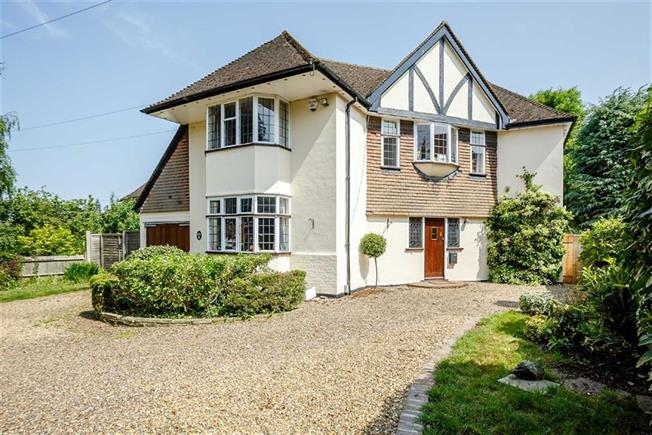 Guide Price £1,350,000, 4 Bedroom Detached House For Sale in Harpenden, AL5