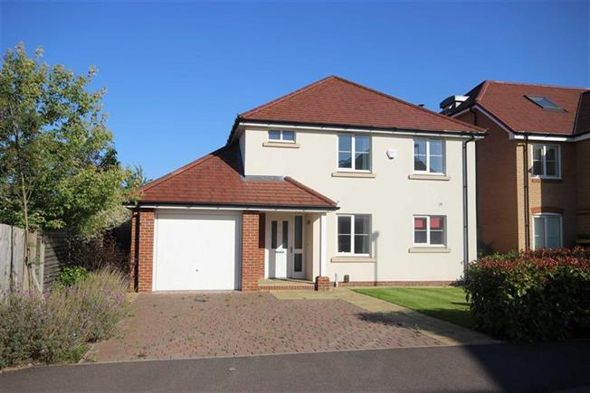 Guide Price £995,000, 4 Bedroom Detached House For Sale in Harpenden, Hertfordshire, AL5