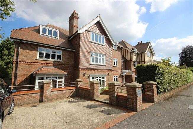 Guide Price £1,000,000, 3 Bedroom Apartment For Sale in Harpenden, Herts, AL5