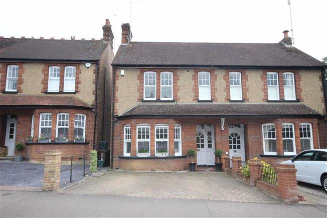 Guide Price £900,000, 3 Bedroom Semi Detached House For Sale in Harpenden, Hertfordshire, AL5