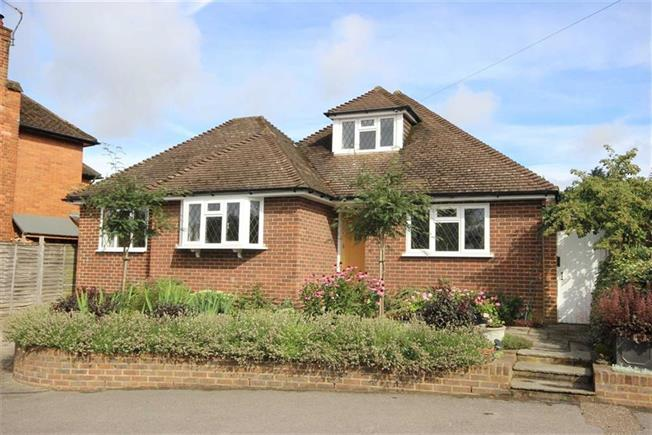 Asking Price £750,000, 3 Bedroom Detached House For Sale in Harpenden, Hertfordshire, AL5