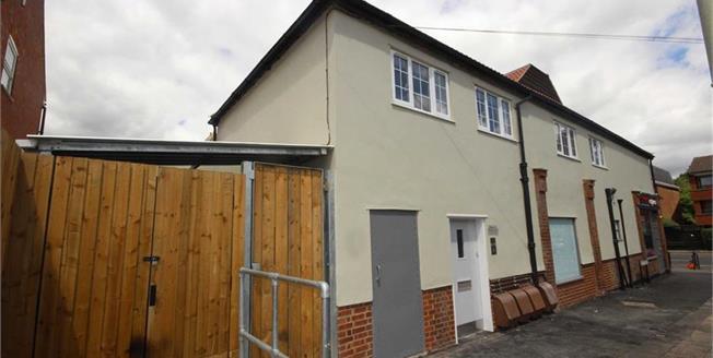 Guide Price £375,000, 2 Bedroom Apartment For Sale in Harpenden, Hertfordshire, AL5