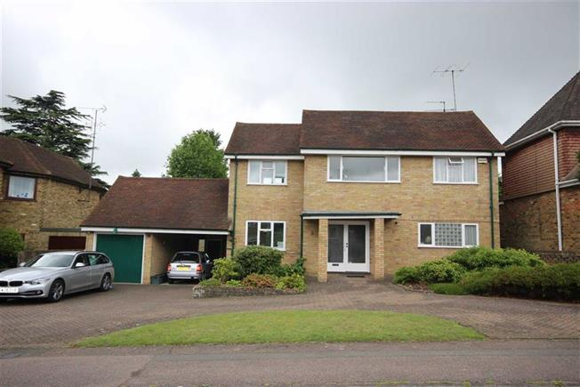 Asking Price £1,200,000, 3 Bedroom Detached House For Sale in Harpenden, Hertfordshire, AL5