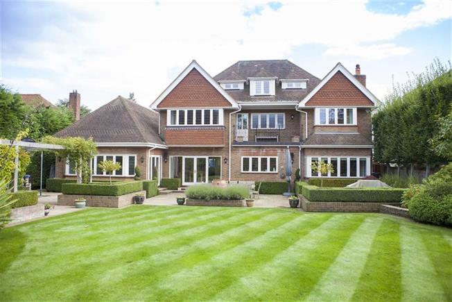 Guide Price £2,650,000, 6 Bedroom Detached House For Sale in Harpenden, Herts, AL5
