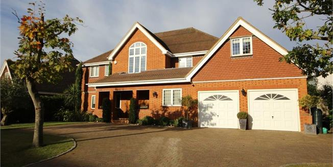 Guide Price £2,575,000, 6 Bedroom Detached House For Sale in Harpenden, AL5