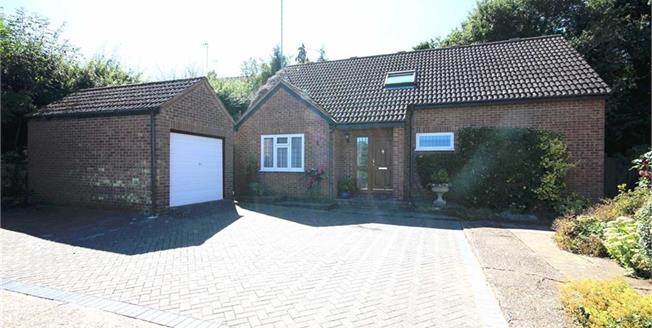 Guide Price £550,000, 2 Bedroom Detached House For Sale in Harpenden, AL5