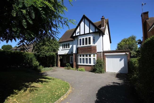Guide Price £1,300,000, 5 Bedroom Detached House For Sale in Harpenden, Hertfordshire, AL5