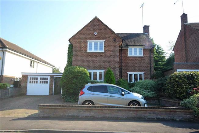 Guide Price £1,000,000, 3 Bedroom Detached House For Sale in Harpenden, AL5