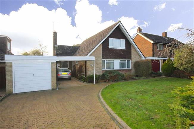 Guide Price £975,000, 4 Bedroom Detached House For Sale in Harpenden, AL5