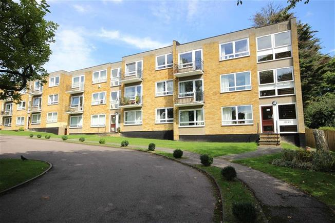 Guide Price £387,500, 2 Bedroom Apartment For Sale in Harpenden, AL5