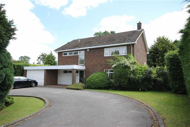 Guide Price £1,400,000, 4 Bedroom Detached House For Sale in Harpenden, AL5