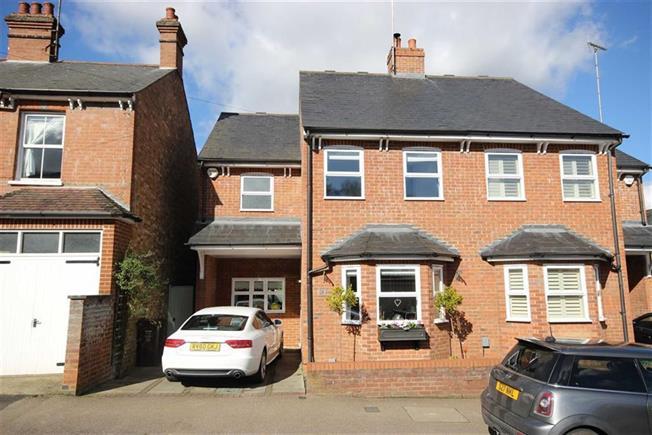 Guide Price £725,000, 4 Bedroom Semi Detached House For Sale in Harpenden, AL5