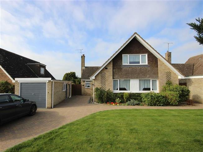 Guide Price £1,000,000, 4 Bedroom Detached House For Sale in Harpenden, AL5