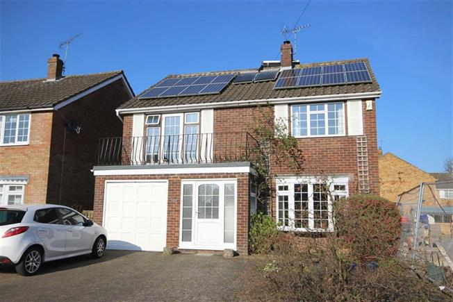 Guide Price £899,950, 6 Bedroom Detached House For Sale in Harpenden, AL5