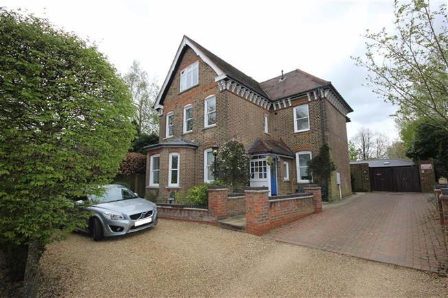 Guide Price £525,000, 2 Bedroom For Sale in Harpenden, AL5