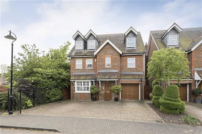 Asking Price £1,100,000, 5 Bedroom Detached House For Sale in Harpenden, AL5