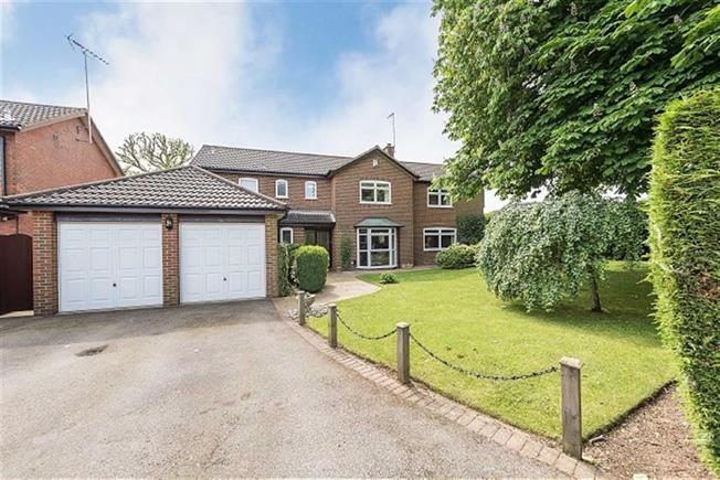 Guide Price £1,325,000, 5 Bedroom Detached House For Sale in Harpenden, AL5