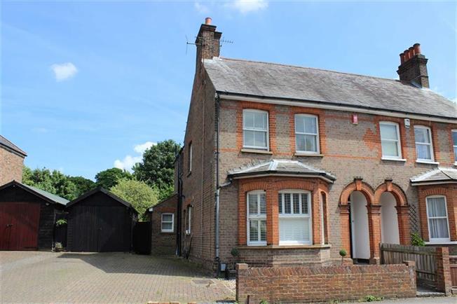 Guide Price £950,000, 3 Bedroom Semi Detached House For Sale in Harpenden, AL5