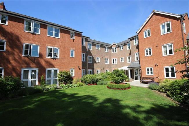 Guide Price £400,000, 2 Bedroom Apartment For Sale in Harpenden, AL5