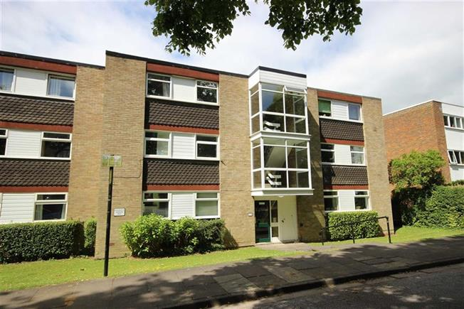 Asking Price £350,000, 2 Bedroom Apartment For Sale in Harpenden, AL5