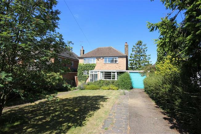 Guide Price £750,000, 3 Bedroom Detached House For Sale in Harpenden, AL5