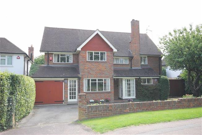 Guide Price £1,400,000, 5 Bedroom Detached House For Sale in Harpenden, AL5